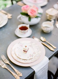 #tablescapes, #tea, #cutlery, #dessert-plates, #flatware, #tea-party  Photography: Justin Demutiis - justindemutiisphotography.com/  Read More: http://www.stylemepretty.com/living/2014/01/03/how-to-make-perfect-tea/