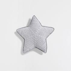 coj n crochet star cojines cama zara home espa a for my baby pinterest cojines. Black Bedroom Furniture Sets. Home Design Ideas