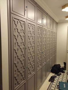 Зеркальный шкаф из МДФ с раскл |