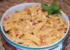 Ecco come preparare la pasta al pesto ericino, un cavallo di battaglia nelle zone del trapanese, dal gusto deciso e dal sapore denso. Scopri la ricetta.