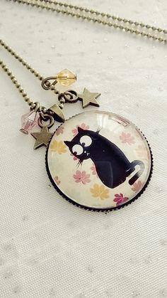 Collier cabochon verre motif chat sur un fond de fleurs colorés : Collier par soo-happy