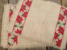 Christmas 2019 : Christmas crafts for the kitchen Christmas Placemats, Burlap Christmas, Christmas Sewing, Noel Christmas, Decorations Christmas, Christmas 2019, Burlap Crafts, Fabric Crafts, Sewing Crafts
