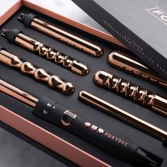 Time to tell your other hot tools to buzz off, the Queen bee of curling wands is here! FoxyBae's Le'SE7EN is designed with our signature Rose Gold T