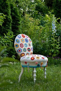 Crochet Granny Square Chair - I want one!