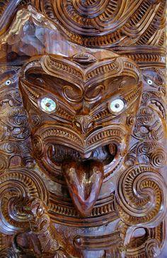 NZ Maori Schnitzerei Ohakune by Wolfgang Leibbrand Maori Words, Polynesian People, Tiki Statues, Maori People, Tiki Tiki, Maori Art, Chur, Native Style, Bone Carving