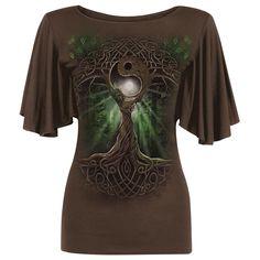 """Trompetenärmel für den Wohlfühl-Look! Das Girl-Shirt """"Oak Queen"""" von Spiral besticht durch einen tollen, ausgeklügelten Druck und den besonderen Schnitt. Das körperbetonte Shirt mit 5% Elasthananteil findet in den weiten, lässigen Ärmeln sein Highlight, die wie ein Wasserfall deine Arme heruntergleiten. Der Natur verbunden, hüllt sich dein neues Lieblingsteil in erdiges Braun und saftiges Blattgrün!"""