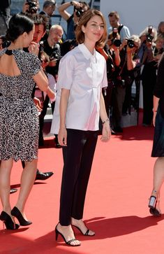 """Sofia Coppola Photos - Jury member Sofia Coppola attends the """"La Meraviglie"""" premiere during the Annual Cannes Film Festival on May 2014 in Cannes, France. - """"La Meraviglie"""" Premiere - The Annual Cannes Film Festival Sofia Coppola Style, Looks Style, My Style, Garance, Online Dress Shopping, Shopping Sites, Victoria Dress, Celebrity Dresses, Celebrity Style"""