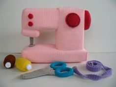 Crochet a Sewing Machine! cute amigurumi crochet childrens toy role play set for kids with sewing and craft obsessed mums they can play on it and let you get on Crochet Diy, Crochet Amigurumi, Crochet Food, Crochet Basics, Love Crochet, Crochet For Kids, Crochet Crafts, Crochet Dolls, Yarn Crafts