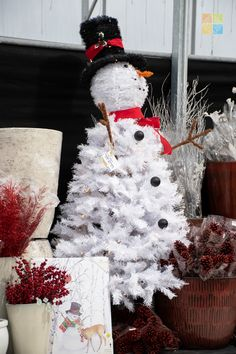 #snowman #snowmantree #christmas #christmastime #christmasseason #christmasvibes #christmasspirit #christmasdecorating #christmasdecor #christmasdecorations #christmashome #christmasinspiration #christmasinspo #vermeersgardencentre