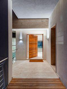 Villa In Madliena, Contemporary Entry