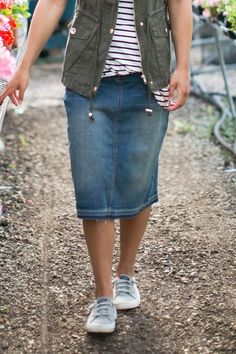 Glam Up Your Styles With Casual Denim Skirt Outfits Mode Outfits, Casual Outfits, Fashion Outfits, Fashion Shorts, Modest Skirts, Maxi Skirts, Long Skirts, Skirt Outfits Modest, Dress Outfits