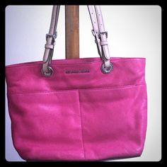 """MICHAEL KORS 2015 FUSCHIA LEATHER TOTE BAG Leather exterior with silver tone hardware Hardly used Top zip  closure  2 front exterior slip pockets & 2 back exterior slip pockets Fully lined interior with zip pocket and slip pockets along with key keeper strap Double flat leather handles with 8.0""""-10"""" drop  14""""L X 10""""H X 5""""D  Model: 30H4GBFT6L Michael Kors Bags Satchels"""