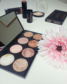 Love this Makeup Revolution blush palette in Golden Sugar #beauty #makeup #blogger #makeuprevolution #haul