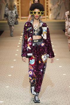 The complete Dolce & Gabbana Fall 2018 Ready-to-Wear fashion show now on Vogue Runway. Catwalk Fashion, High Fashion, Womens Fashion, Style Haute Couture, Couture Fashion, Dolce & Gabbana, Mode Unique, Autumn Fashion 2018, Milan Fashion Weeks