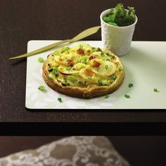 These special spring onion tarts come with lashings of British cheese and will certainly bring a smile to every veggie's face. Potato Recipes, Vegetarian Tart, Spring Onion Recipes, Cheshire Cheese, British Cheese, Onion Tart, Frozen Puff Pastry, Savory Tart, Chester