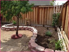 Terrific No Cost Raised Garden Beds with cinder blocks Ideas Sure, that may be a bizarre headline. Garden Yard Ideas, Lawn And Garden, Garden Beds, Diy Garden, Front Yard Landscaping, Backyard Patio, Corner Landscaping Ideas, Landscaping Edging, Cheap Landscaping Ideas