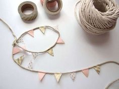 Five Minute Crafts - Diy Washi Tape Bunting - Gathering Beauty Another five minute diy. This time washi tape bunting. Things you'll need: Selection of washi tape. String or twine. Diy And Crafts, Arts And Crafts, Paper Crafts, Fun Wedding Activities, Masking Tape Art, Duct Tape, Diy For Kids, Crafts For Kids, Teen Crafts