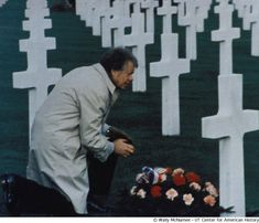 President Carter places flowers on the grave of a soldier., © Wally McNamee, UT Center for American History