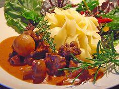 Wildgulasch im Römertopf, ein schmackhaftes Rezept aus der Kategorie Wild & Kaninchen. Bewertungen: 28. Durchschnitt: Ø 4,5.