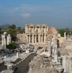 Was mögen die Steine von Ephesus (Efes/Efesus) wohl schon alles gesehen haben? Die einstige Weltstadt der Antike kann auf eine lange und bewegte Geschichte zurückblicken.