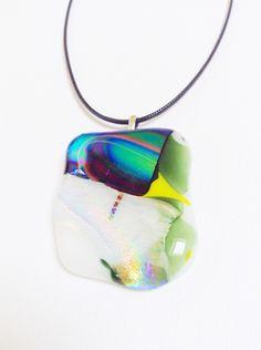 Collier pendentif en verre fusionnée