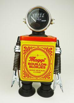 Robots con mucha personalidad y con un toque retro. De Javier Arcos