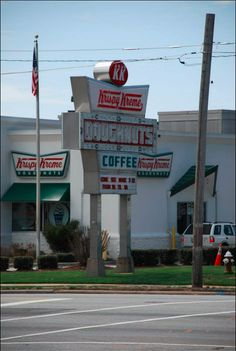 """When that red """"Hot Now"""" light is on, you better get over to Krispy Kreme on Main Street...FAST! #HPMKT"""