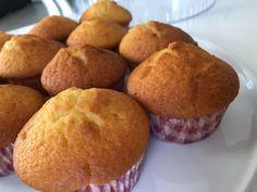 Cupcakes βανίλιας με πορτοκάλι εύκολα και γρήγορα. Μία συνταγή για ατομικά κεκάκια χωρίς σοκολάτα ιδανικά για κέρασμα, για το παιδικό πάρτι, ή για κολατσιό. Cupcake Cakes, Cupcakes, Feta, Healthy Snacks, Sweets, Cooking, Breakfast, Recipes, Muffins