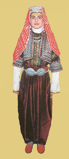 Traditional bridal  village costume from the province of Bilecik..  1925-1950.  This is a recent workshop-made copy, as worn by folk dance groups.