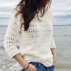 crochet clothes Dont be intimidated by lacy stitch patterns, the Sawgrass Sweater is easier than it looks! Only three basic stitches are. Débardeurs Au Crochet, Crochet Woman, Crochet Stitches, Free Crochet, Single Crochet, Crochet Shrugs, Crochet Tops, Knitting Patterns, Tricot