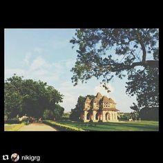 #Repost @nikigrg with @repostapp To get featured tag your post with #talestreet Lotus palace #Hampi #heritage #travelogue #igers #talestreet #travel #explorer #incredibleindia #indiaclicks #indiadiaries #travelph #Travel #traveller #wanderer #wanderlust #explore #exploreeverything #Karnataka #landscape_captures #Landscape #travelgram #travelography #travelislife #travelbug #travelindia #twitter