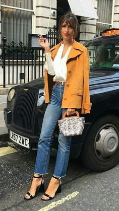 Parisian Style Fashion, 70s Fashion, French Fashion, Girl Fashion, Womens Fashion, Parisian Street Style, Fasion, Parisian Wardrobe, French Capsule Wardrobe
