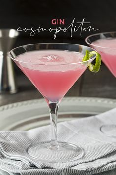 Since being launched to fame on Sex and the City, the Cosmopolitan has become the iconic drink for a girls night out. The good news? You can swap the vodka for gin and your Cosmo will take on a whole new level of flavour - and its SO easy to make at home! Gimlet Cocktail, Rose Cocktail, Gin Fizz, Pink Gin Cocktails, Pink Drinks, Wine Cocktails, Summer Drinks, Pink Martini, Party