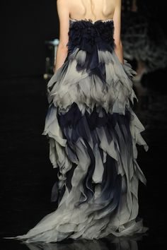 Yiqing Yin Couture F/W 2012 [For Elise, likely a brighter version, but possible… Dress Couture, Style Couture, Couture Fashion, Runway Fashion, Womens Fashion, Paris Fashion, Fashion Week, High Fashion, Fashion Pics