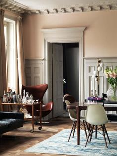 Pink Rooms, Incredible Molding