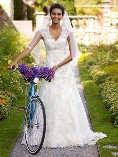 David's Bridal T3299, $560 Size: 14 | New (Un-Altered) Wedding Dresses