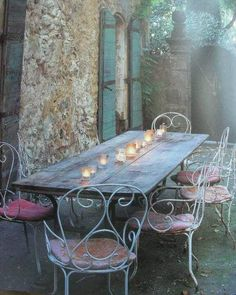 French shabby outdoor table. This is what I'm looking for.