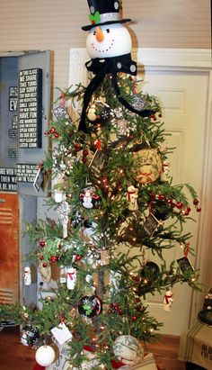 Homespun Traditional Christmas Snowman Christmas Tree!
