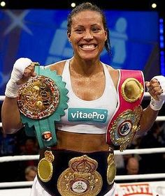 Cecilia Brækhus, the undisputed women's welterweight world champion. The first woman in history to simultaneously hold the titles of the WBC, WBA, IBF and WBO. Women In History, Black History, World Boxing, Boxing Champions, Fight The Good Fight, Wbc, Sports Stars, Picts, Champs