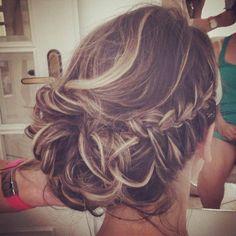 Penteados Boho Chic para noivas | Kit de Beleza de Vera Garcia Party Hairstyles, Bride Hairstyles, Cool Hairstyles, Wedding Hair And Makeup, Bridal Hair, Hair Makeup, Stylish Hair, How To Make Hair, Great Hair