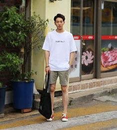 a simple summer combo you could easily do this but black shorts, olive green vans Korean Fashion Men, Korean Street Fashion, Kpop Fashion, Asian Fashion, Mens Fashion, Mode Masculine, Outfits Hombre, Men Street, Korean Outfits