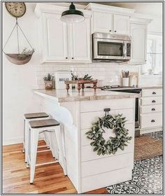 Home Decor Tips Nice 40 Comfy Farmhouse Kitchen Design Ideas For Cleaner Look. Decor Tips Nice 40 Comfy Farmhouse Kitchen Design Ideas For Cleaner Look. Modern Farmhouse Kitchens, Farmhouse Kitchen Decor, Home Kitchens, Kitchen Dining, Kitchen Bar Counter, Kitchen Island Decor, Kitchen Islands, Farmhouse Cabinets, Kitchen Layout