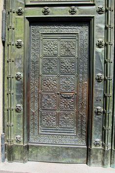 「ヨーロッパ 鉄扉」の画像検索結果