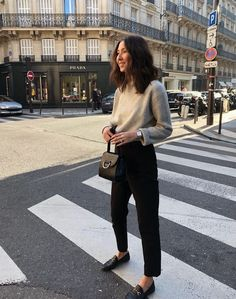 Sweater + Cropped Black Pant C& Sweater + Cropped Black Pant Combo & Minimalist Style & Simple Fashion Mode Outfits, Fall Outfits, Fashion Outfits, Fashion Trends, Womens Fashion, Mode Simple, Simple Style, Looks Style, Looks Cool