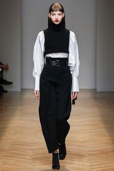 Aquilano.Rimondi Fall 2017 Ready-to-Wear Fashion Show - Maria Clara