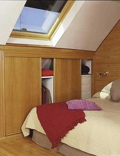 sypialnia na poddaszu - zabudowa skosów