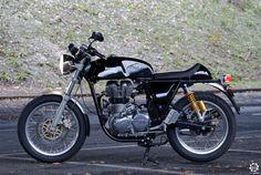 News d'Anciennes se met au guidon de laRoyal Enfield Continental GT pour voir ce que vaut cette moto moderne qui a tout d'une ancienne.