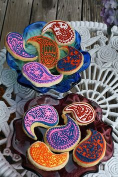 Paisley cookies: good practice for mehndi designs.