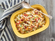 Salade de carottes, haricots blancs et estragon | Saladexpress.ca Salad Recipes, Healthy Recipes, Healthy Meals, Julie, Salads, Ethnic Recipes, Food, Table, Fennel