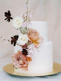 6 Wedding Cake Trends in 2020 Wedding Cake Fresh Flowers, Fall Wedding Cakes, Elegant Wedding Cakes, Beautiful Wedding Cakes, Wedding Cake Designs, Wedding Desserts, Wedding Decorations, Cake Flowers, Sugar Flowers